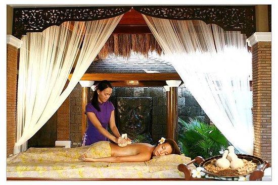 Massage signature de Tirta sur l'île...