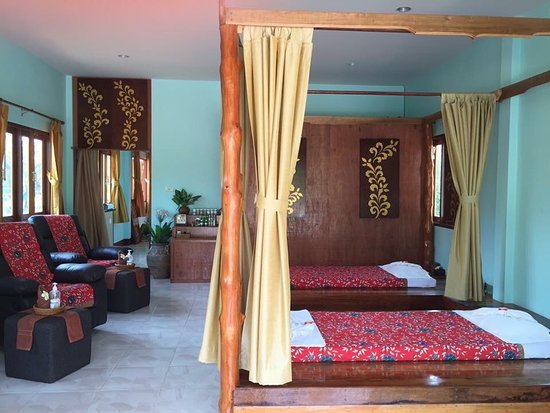 Today I have a promotion for Thai massage at 350 baht per 1 hour and oil massage at 400 baht per 1 hour (massage in the air-conditioned room)