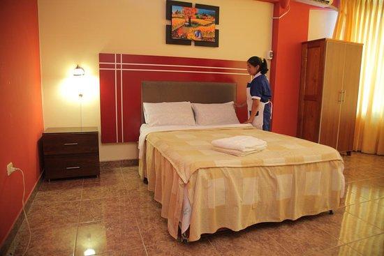 Pichanaqui, Perú: Habitaciones amplias, Cama 2 plazas,aire acondicionado, Armario, Terma a disposición