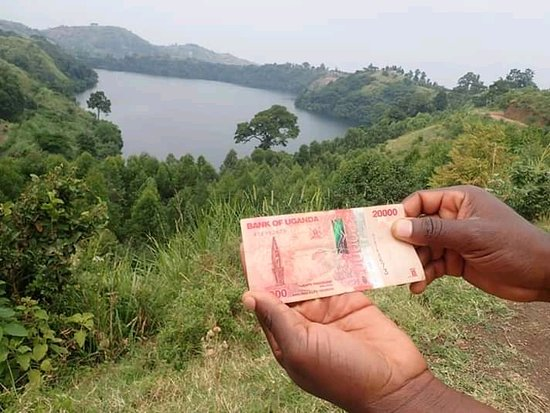 Picture of one of the Crater lakes around Fort portal, a picture of the same lake is on the 20k Uganda bank note.