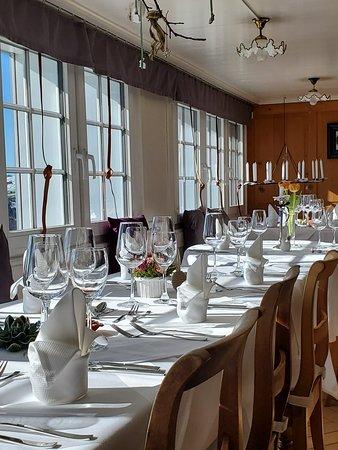 Rehetobel, Switzerland: Restaurant zur Post mit Ausblick