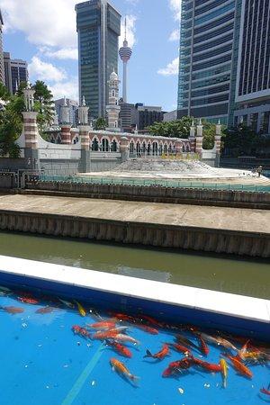 looking across river to Jamek Mosque