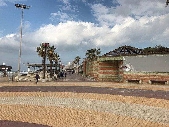 Hof Carmel, Israel: חוף הים דדו דרום חיפה  קרוב לבית הארחה לוי בית בכפר