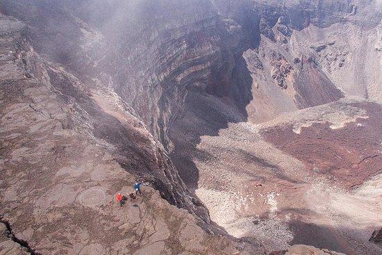 Ascension du Piton de la Fournaise avec un spécialiste du volcan