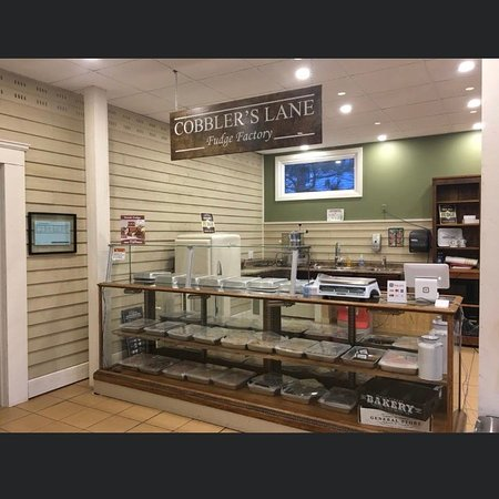 Apohaqui, Canada: Cobblers Lane Fudge Factory  20 + flavours to choose from. Try before you buy!!' Excellent service and product.