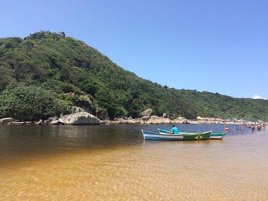 Pinheira: Acesso à praia da Guarda do Embau, SC. Uma experiência rústica no litoral de Santa Catarina.