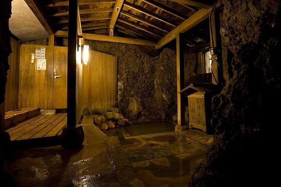 Skjult varm vårretrett ved Hijiori-Onsen