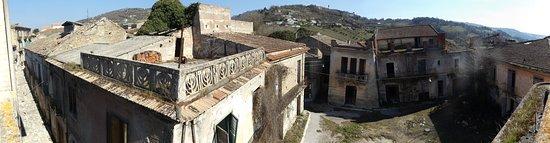Apice, إيطاليا: la piazza vista dal balcone del comune