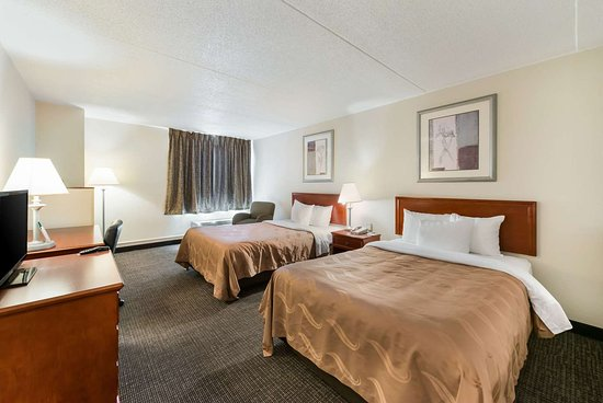 Bradley, IL: Guest room with double bed(s)