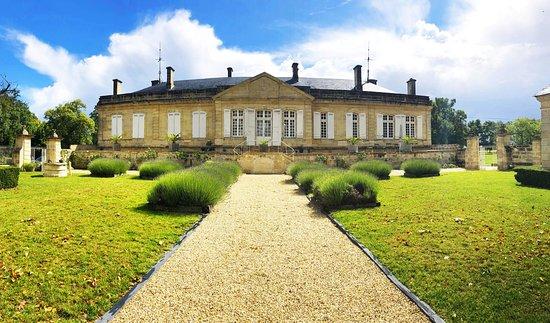 Ambes, Франция: Vue sur la chartreuse - Château Sainte Barbe