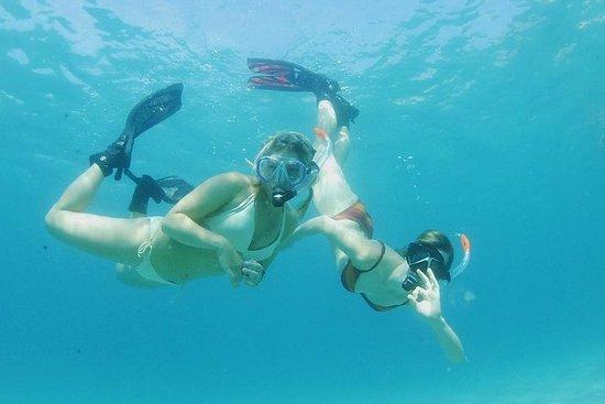 Snorkeling e tour in barca nella baia