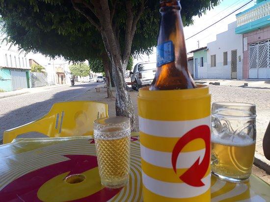 A barra é uma cidade muito quente, e o melhor que se tem a fazer e tomar uma cerveja no Bar Cardoso da simpática Dona Ana.