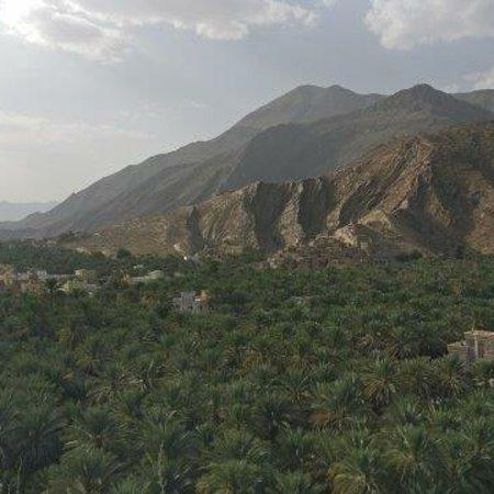 Senden, เยอรมนี:  Märchenland Oman  Während einer 8-täg.Rundreise hat uns unser Freund Targ mit seinem Offroader begeistert seine Heimat gezeigt,ein äußerst abwechslungsreiches Land mit liebenswerten Menschen.Absolutes Kontrastprogramm: Maskat, Strände am Golf von Oman, Sur die altehrwürdige Hafenstadt, meditative Stille der Wahiba Wüste, geheimnisvolle Wadis, Bergoasen, Überquerung des Hochgebirges auf beängstigenden Pisten. Karin, Hartmut Kontakt: Targ Ali Al Said,As Suwayq Mob.0096895775937(WhatsApp)