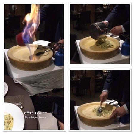 Murs-Erigne, Fransa: Comment ne pas résister aux délicieuses pâtes dans une meule Grana ?