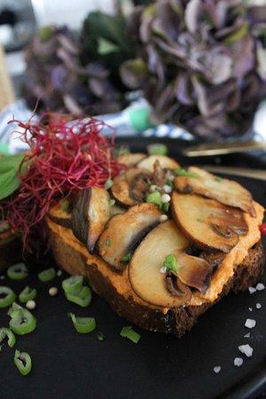 Hummus - Pilze Toast / Hummus-Mushroom Toast