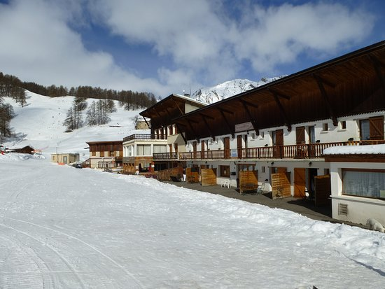 Sainte-Anne-La-Condamine, Francia: Restaurant au pied des pistes avec terrasse