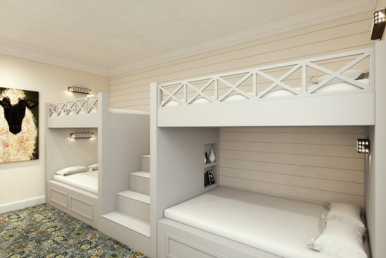 Prairie Village, KS: Our family suite also boasts four bunk beds, with full size mattresses, plenty of storage, and more.