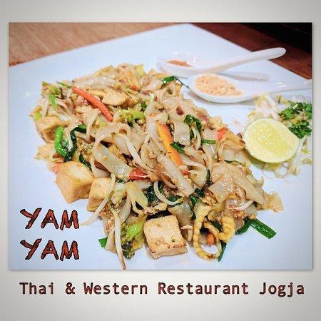 Authentic fresh noodle PadThai at YAM YAM Thai & Western Restaurant Yogyakarta  #foodpotography #instafood #kulinerjogja #jogjacarimakan #jogjafoodhunter #jogjacurinary #thebestintown #jogja24jam #prawirotaman #makanenakjogja #makanjogja #restaurantjogja #restaurantyogyakarta #thairestaurantjogja #thairestaurantyogyakarta #makananthailandjogja #yamyamrestaurantjogja #yamyamjogja #yamyamyogyakarta #thaifoodjogja #yogyakuliner#covid_19#jogjafooddelivery