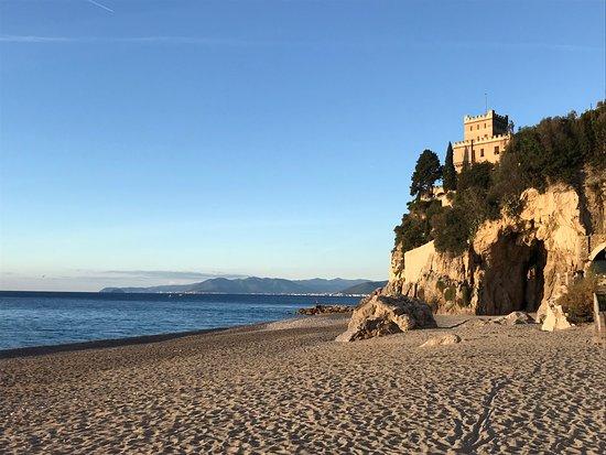 Spiaggia libera del Castelletto