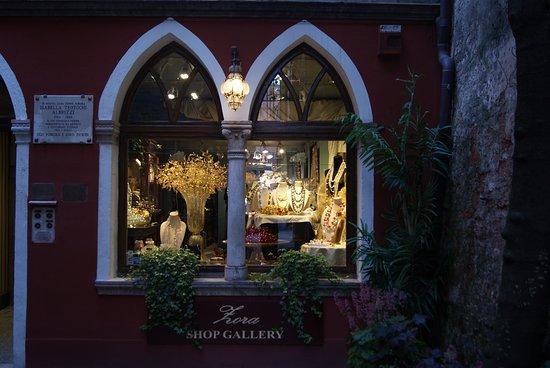 Zora Gallery
