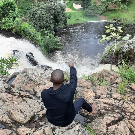 Mukono, Уганда: One of the nice stop overs on a source of the Nile Jinja trip is the Ssezibwa waterfalls which is believed to a twin born river