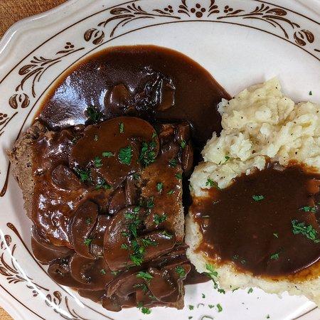 Sherburne, État de New York: Meatloaf with mashed potatoes