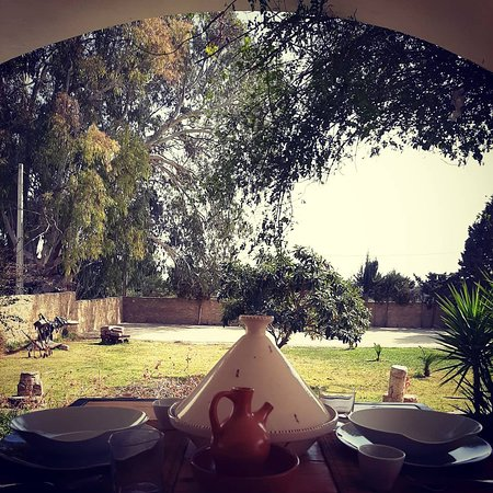 Bizerte Governorate, Tunezja: La demeure de style coloniale vous offre le calme, la beauté de la nature pour vous détendre, vous ressourcer et passer d'agréables moments en famille ou entre amis.