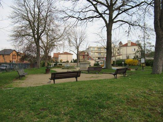 Square Emile Zola