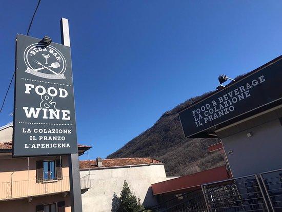 Casale Corte Cerro, Italia: buona insegna food & wine