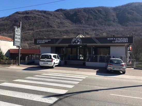 Casale Corte Cerro, Italia: visione nuove insegne food & wine esterne
