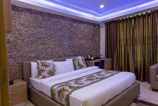 Jos, ไนจีเรีย: this room is perfect for anyone looking for cozy space to rest. it is located on the ground floor and has this beautiful stone-wall finishing