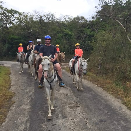 Buena Vista, Costa Rica : Looking nice esenary on Horseback riding with Costa Azul Travels we offer Private transportation     www.costaazultravels.com