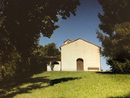 Fontanafredda, Italia: Vista da lontano ....