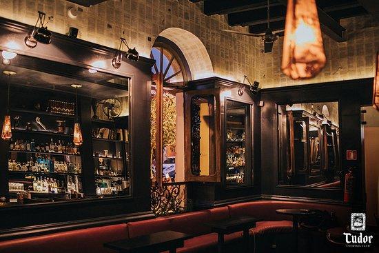 Tudor Cocktail Club