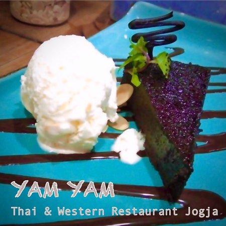 Choco Lover (Homemade rich Chocolate cake served with vanilla ice cream) at YAM YAM Thai & Western Restaurant Yogyakarta #foodpotography #instafood #kulinerjogja #jogjacarimakan #jogjafoodhunter #jogjacurinary #thebestintown #jogja24jam #prawirotaman #makanenakjogja #makanjogja #restaurantjogja #restaurantyogyakarta #thairestaurantjogja #thairestaurantyogyakarta #makananthailandjogja #yamyamrestaurantjogja #yamyamjogja #yamyamyogyakarta #thaifoodjogja #yogyakuliner #jogjafooddelivery #covid_19