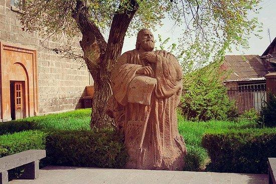 Yerevan - Oshakan - Saghmosavank - Monumento ao Alfabeto Armênio...
