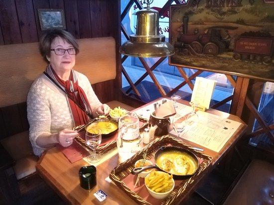 Heinola, ฟินแลนด์: Hunajakanaa rautapannulta. Erinomaista!