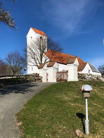 Helgenaes Kirke