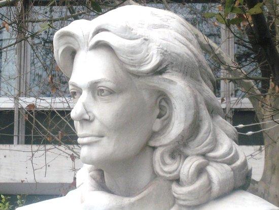 Μνημείο Μελίνας Μερκούρη
