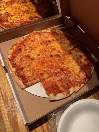 Hubertus, WI: Thin crust medium cheese