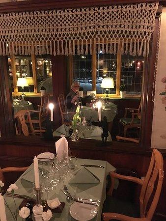 Tallberg, Suecia: Bild tagen innan alla gäster kommit endast pianisten på plats