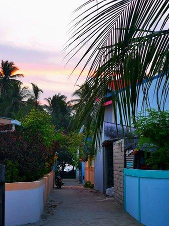 Gaafaru: Vialetto dell'hotel