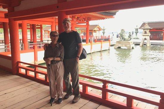En sjåfør drevet tur: Hiroshima & Miyajima + landemerke Kintaikyo...