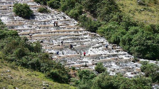 Cajamarca Region, Peru: Cascadas de Cochecorral, gradería natural de mas de 2 km. ubicada en la denominada Gloriabamba de Bolivar.