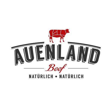 Auenland Beef stammt von Tieren der weltweit hochgeschätzten Fleischrasse Blonde d'Aquitaine, die auf grünen Weiden in Mutterkuhhaltung leben. Unter tiergerechten Bedingungen erzeugen wir mit Futter aus der Region ein Endprodukt mit besten Fleischeigenschaften für anspruchsvolle, gesundheitsbewusste und genussorientierte Verbraucher. Mager, zart, saftig!
