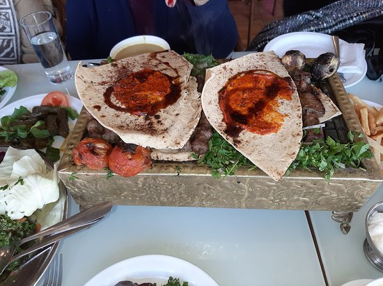 Bloudan, Syria: Everyone else had the tasty meat such as:  Kebabs and Kafka-kebabs. I enjoyed my remaining Mezze Items!