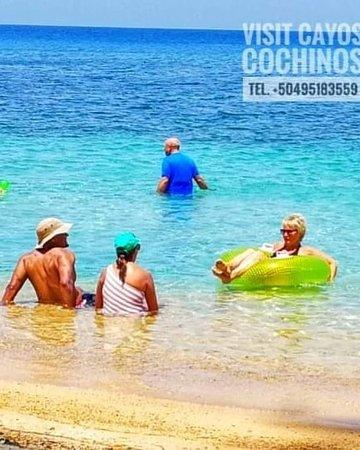 Estadounidenses disfrutando de los Archipiélagos Marinos Cayos Cochinos con Sun Tours & Travel.