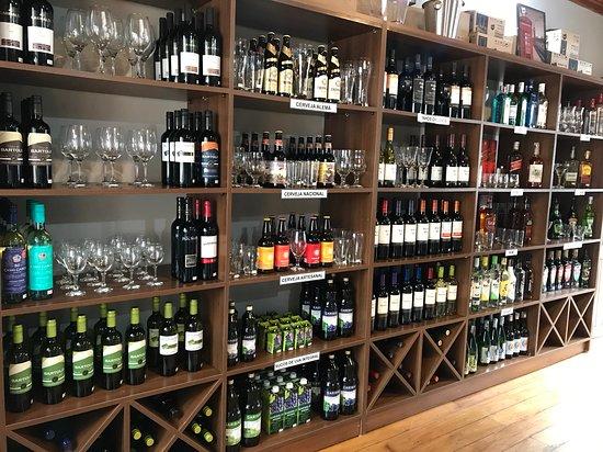Santo Antônio do Pinhal, SP: Vinhos nacionais e importados.