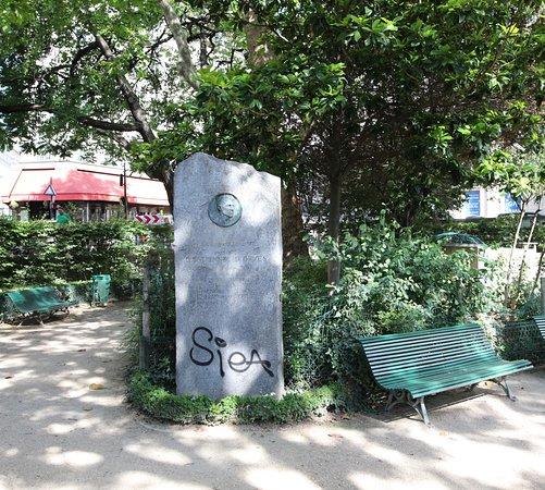 Le monument à d'Estienne-d'Orves
