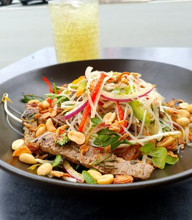 Woody Point, Australië: Beef noodle salad